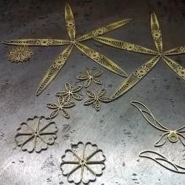 FiligranaGallery - Pendientes de filigrana en forma de reloj
