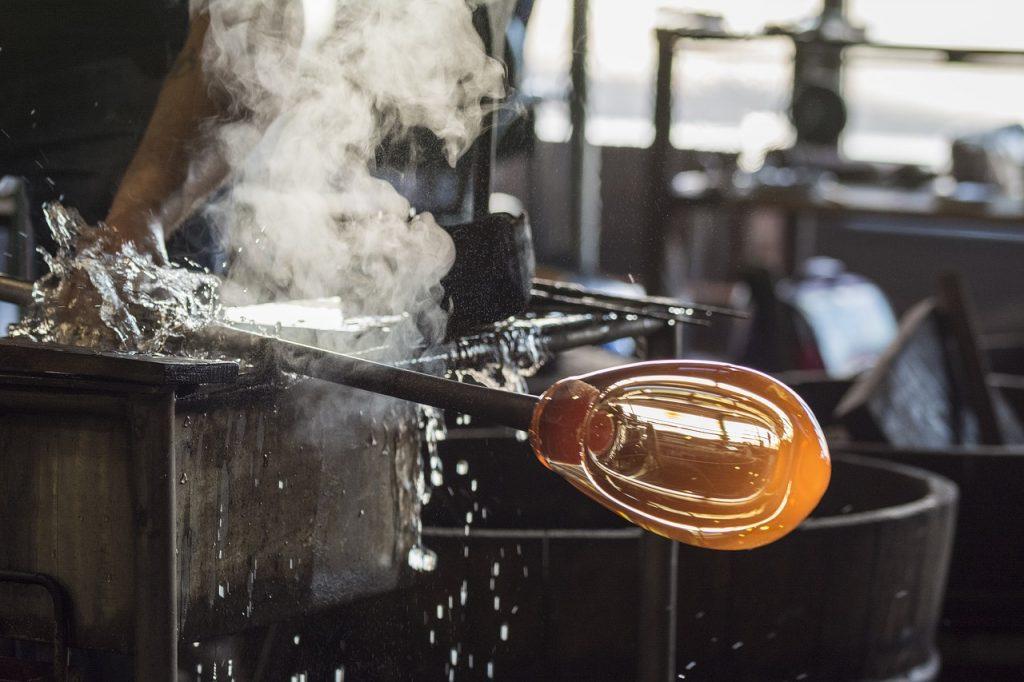 cómo trabaja la artesanía del vidrio