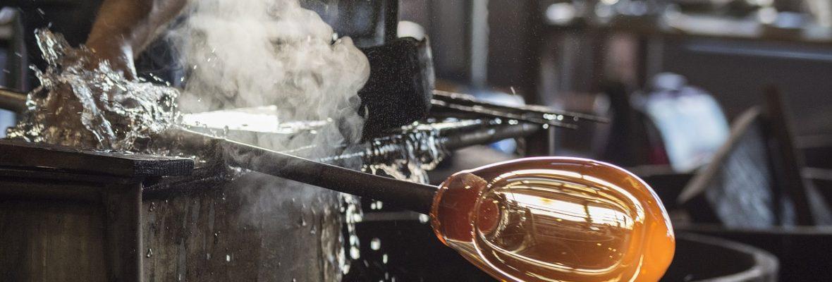 ¿Qué es un artesano vidriero y como trabaja la artesanía del vidrio?